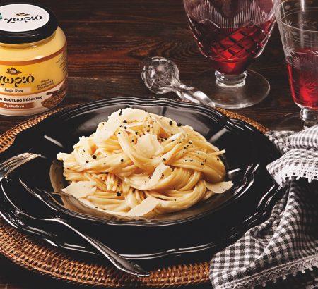 Μακαρόνια Αλφρέντο με τυρί, βούτυρο και κρέμα