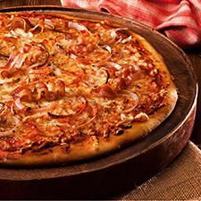 Πίτσα με γραβιέρα, κρεμμυδάκι, μπέικον και φρέσκο βούτυρο