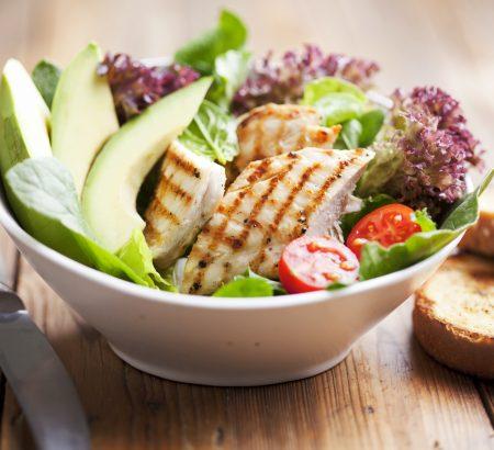 Σαλάτα κοτόπουλο με γλυκόξινη σαλάτα