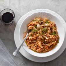 Σουπιές με ρύζι, ντομάτα και ούζο