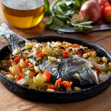 Τσιπούρες στο φούρνο με λαχανικά