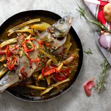 Ζουμερό λαβράκι με λαχανικά