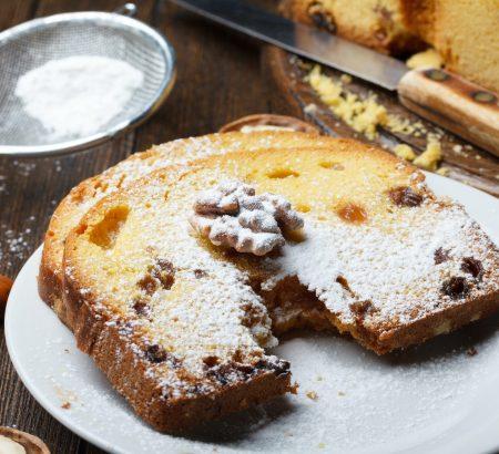 Κέικ με σταφίδες, καρύδια και γλάσο πορτοκαλιού (νηστίσιμο)