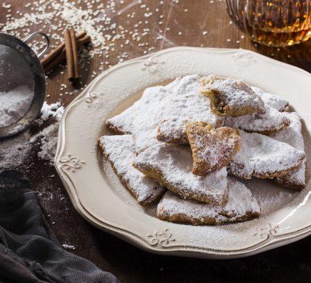 Γλυκά σιροπιαστά πιτάκια γεμιστά με φρυγανιά και σουσάμι