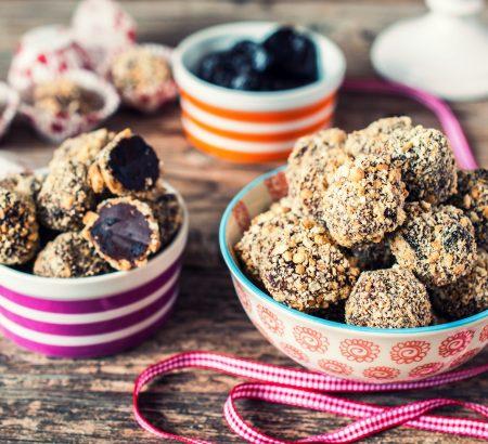 Σοκολατάκια με μπισκότα και δαμάσκηνα