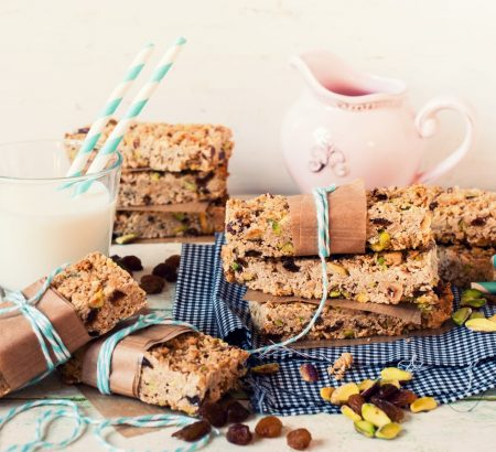 Cereal Bars with Oats, Hazelnuts and Pistachios