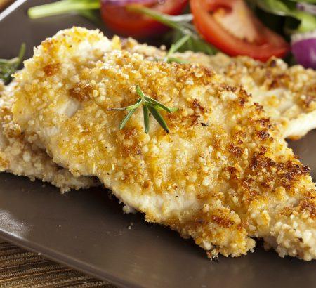 Κοτόπουλο πανέ με μυρωδικά και τριμμένο τυρί