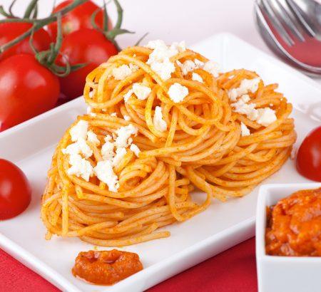Λιγκουίνι με κατσικίσιο τυρί, ντομάτα και ρόκα