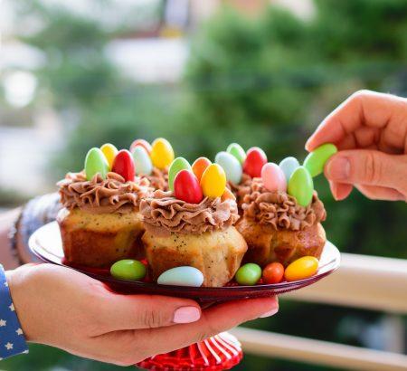 Πασχαλινά Cupcakes με βουτυρόκρεμα πραλίνας