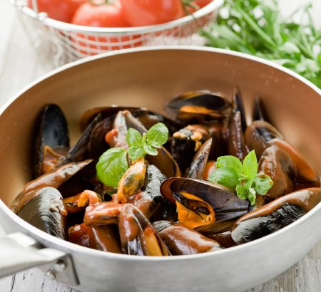 Mussels with tomato and chili