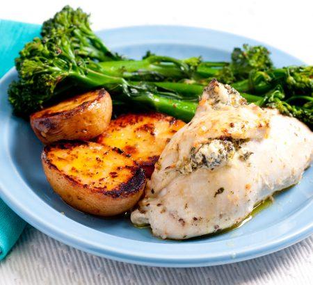 Γεμιστό κοτόπουλο με σπανάκι και λευκό τυρί Χωριό Ελαφρύ